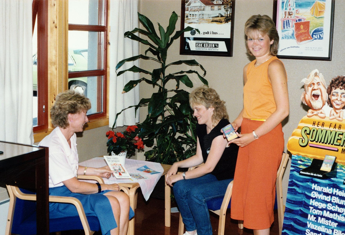 kanpanje, postkontor, 5419 Fitjar, tre kvinner