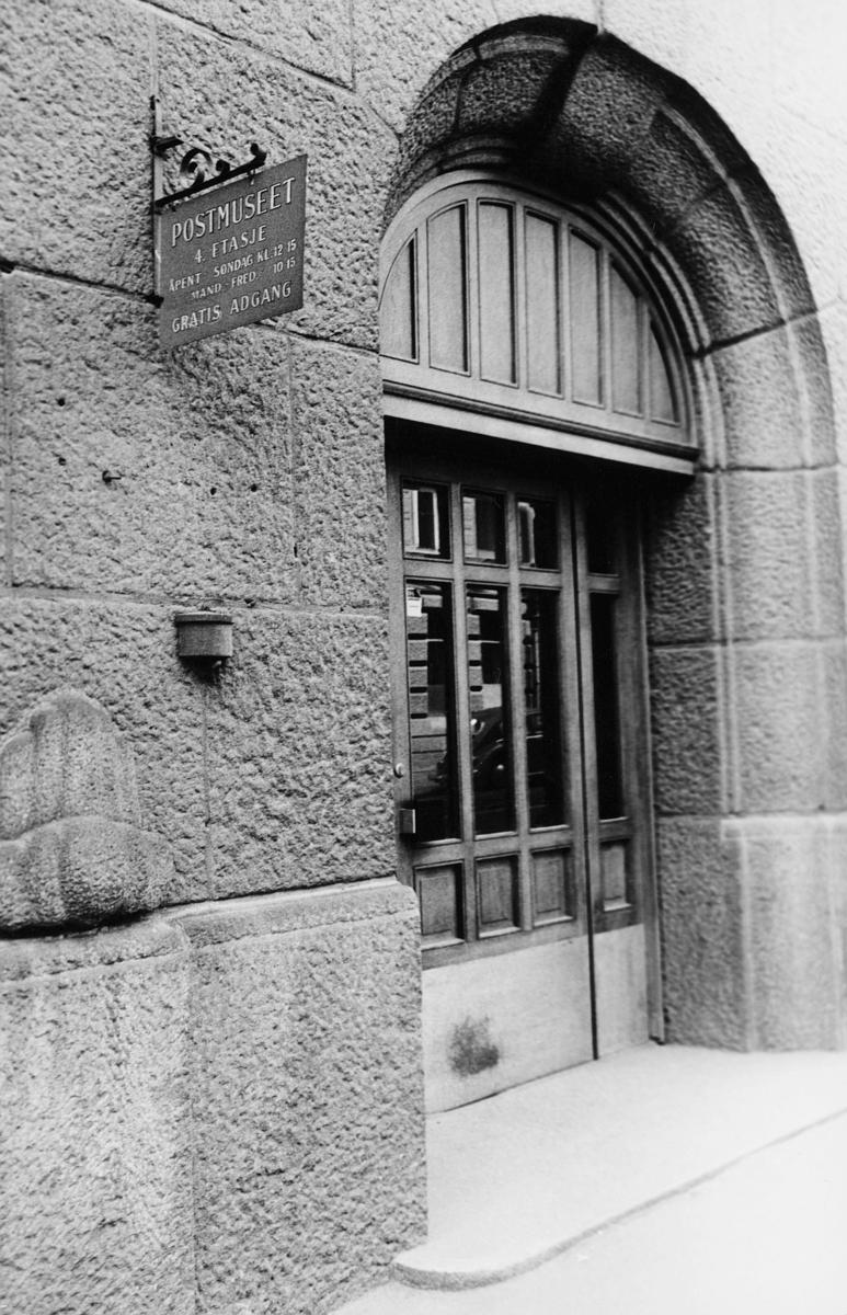 postmuseet, Dronningensgate 15, Oslo, 4. etasje, 1957-1988, inngangspartiet, eksteriør