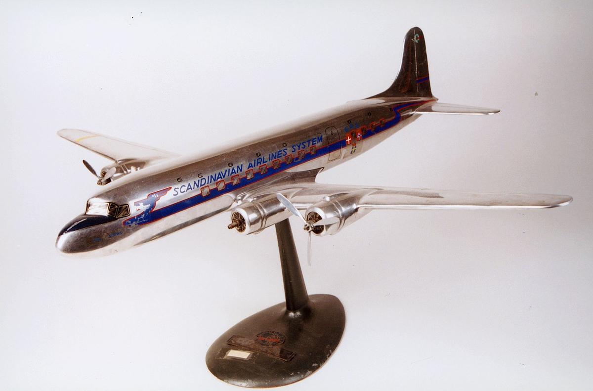 "Postmuseet, gjenstander, fly, D.C.6 ""Cloudmaster"", Scandinavian Airline System, SAS, modell."