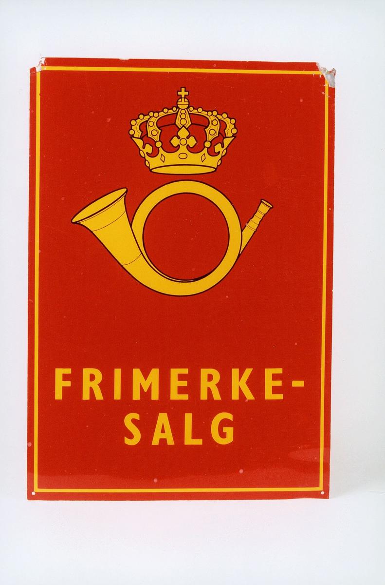 Tødt skilt med logo, ramme og FRIMERKESALG i gult. Skilt fra kjøpmann Bjørn Hansen, Kløftavegen 2022 GJERDRUM. (Tidligere 2023 GJERI brevhus) Skiltet er noe skadet i to hjørner. ex