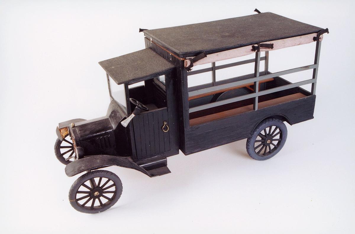 postmuseet, gjenstander, vogn, postvogn, bil, lastebil, postbil, Ford T, ruten Farsund-Lyngdal, modell