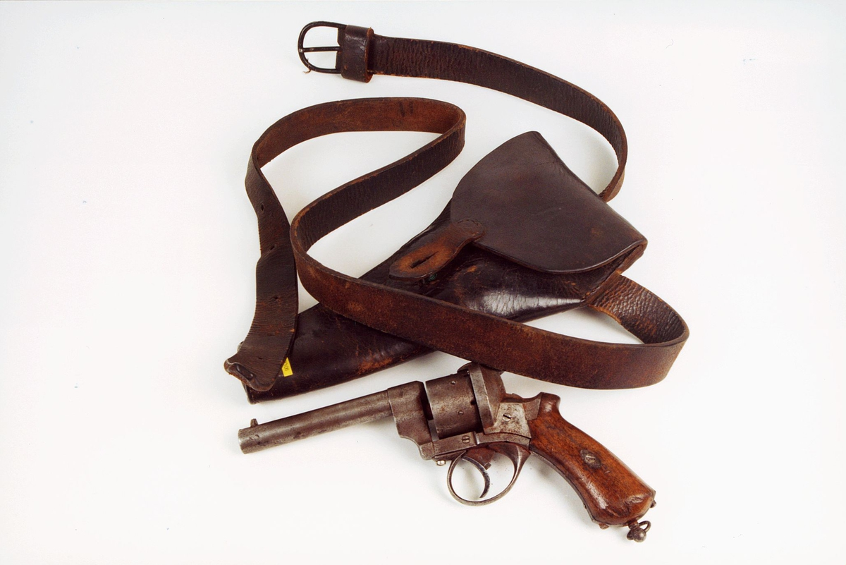 Våpen med futteral