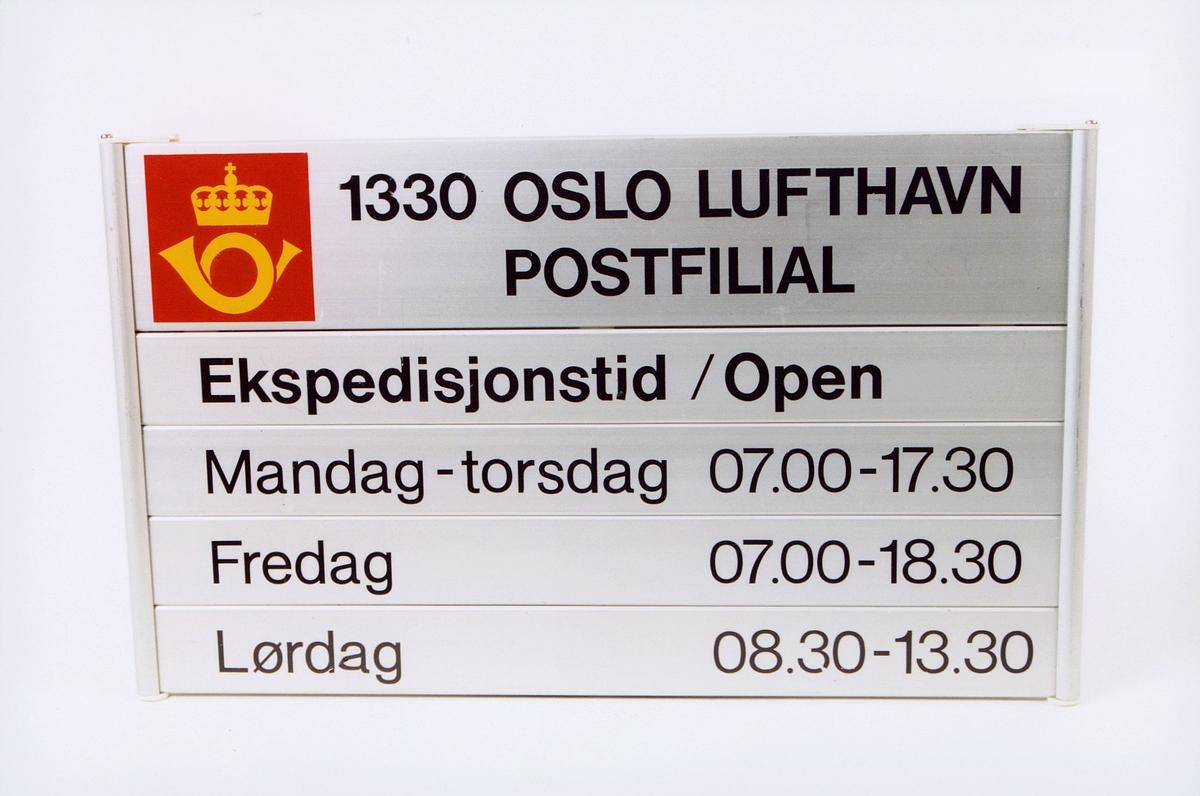 postmuseet, gjenstander, skilt, grått med sorte bokstaver