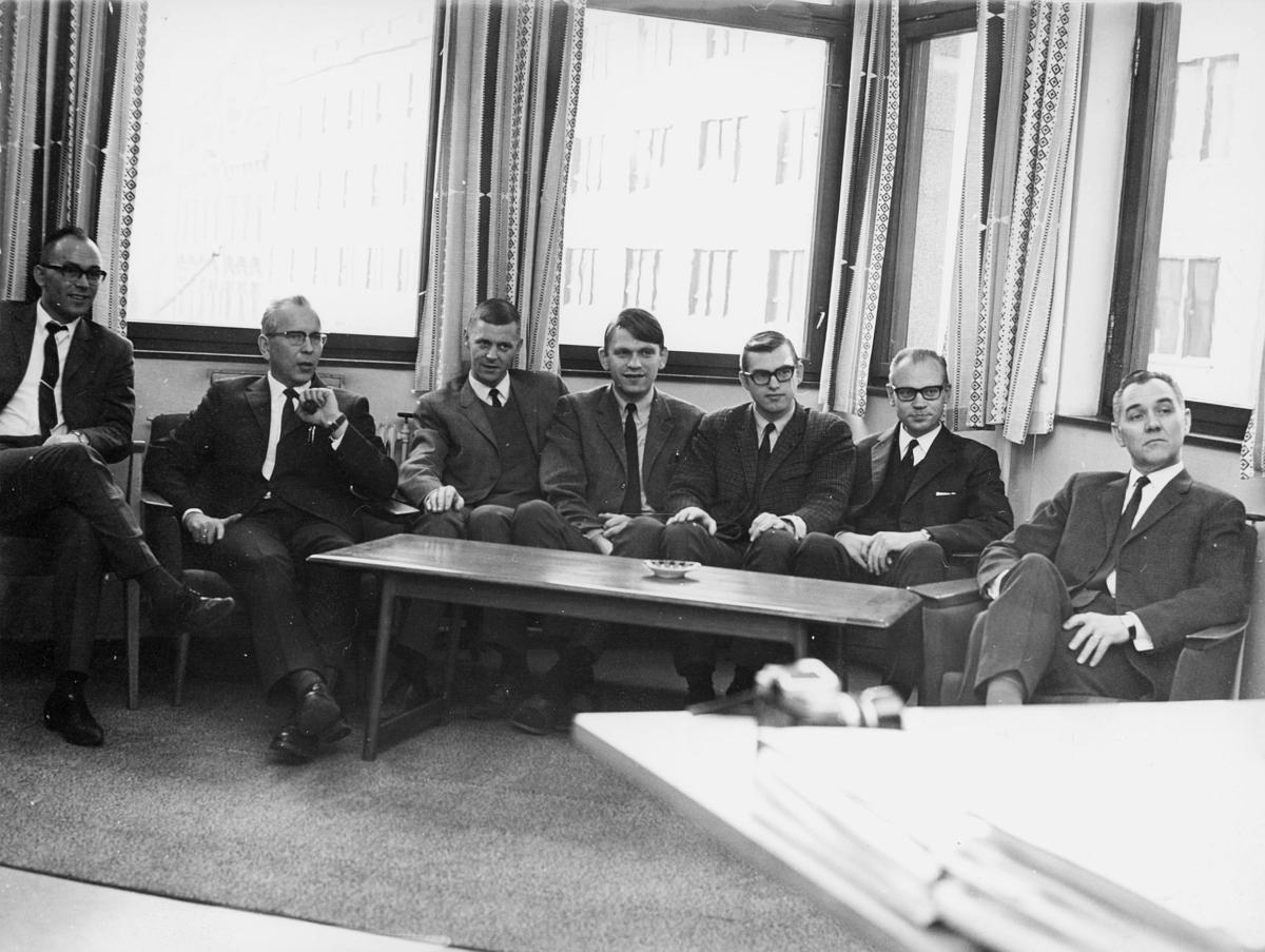 Administrasjonskontoret, Tollbugata 17, Oslo, 4. etasje, Willy Indresand, Tor Tingvoll, Tor Aarak, Aksel Linchausen, Bjørn O. Hagen, Roald J. Ulltang, Kolbjørn Strømsnes