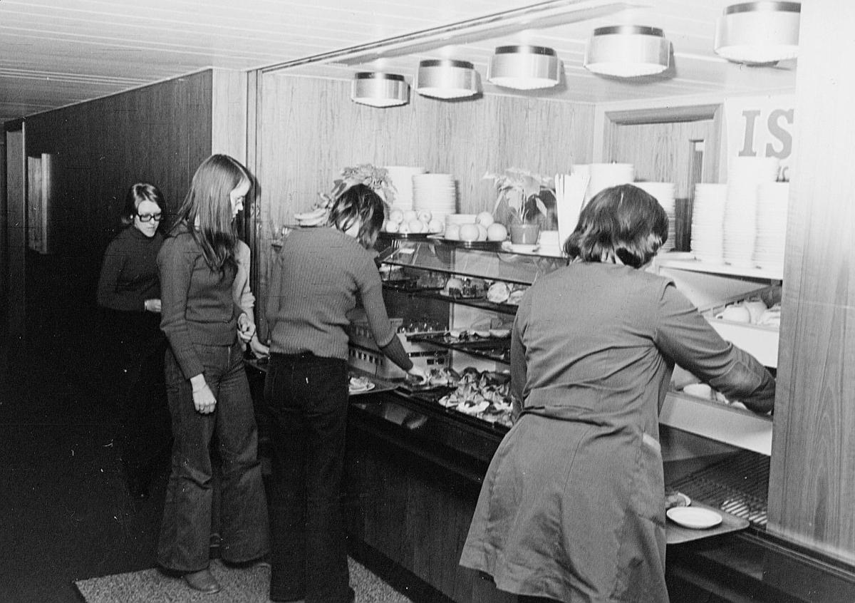 postsparebanken, Akersgata 68, Oslo, 25-års jubileum, 1975, interiør, kantine, disk