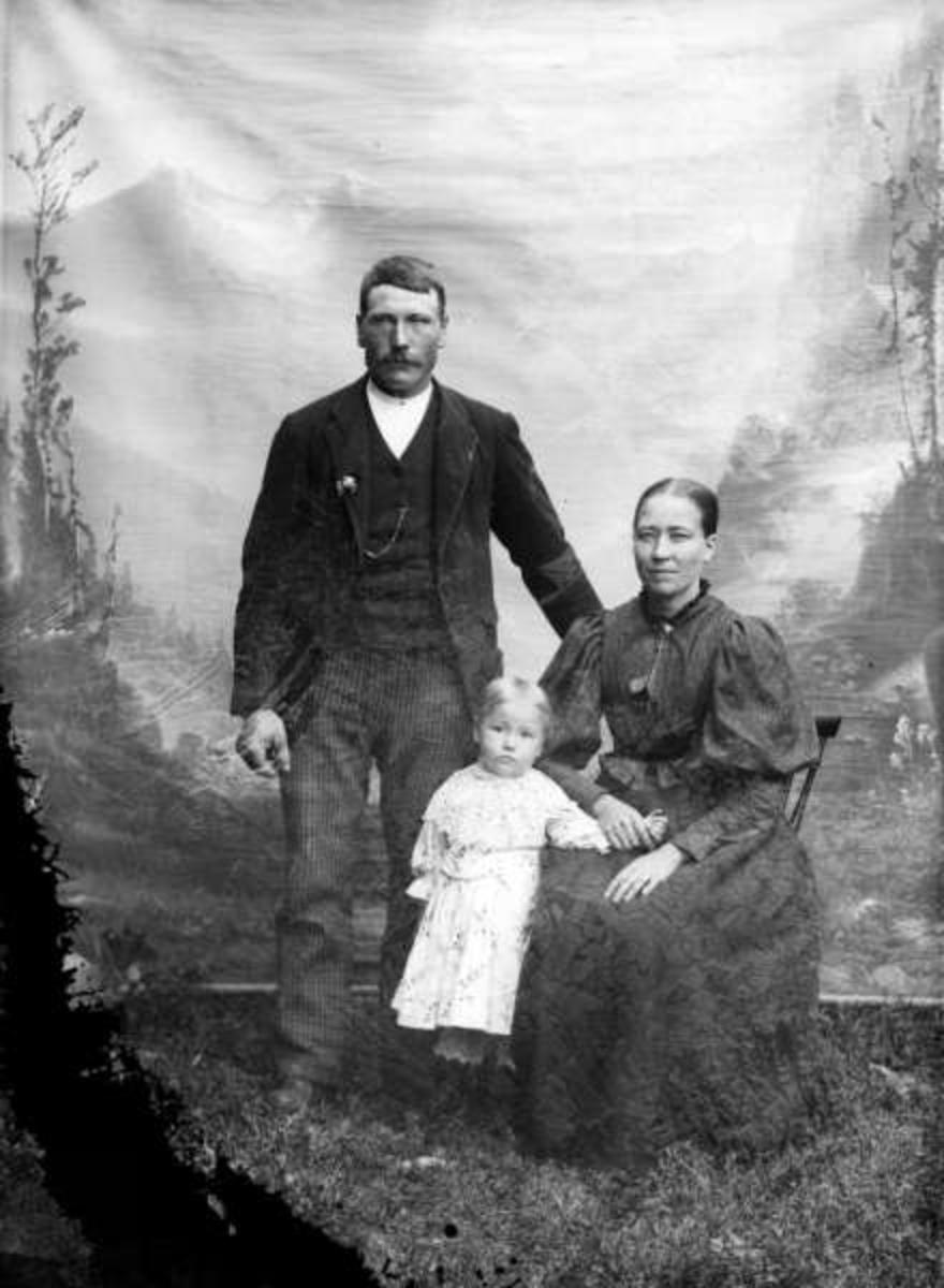 E. Linskov med familie.
