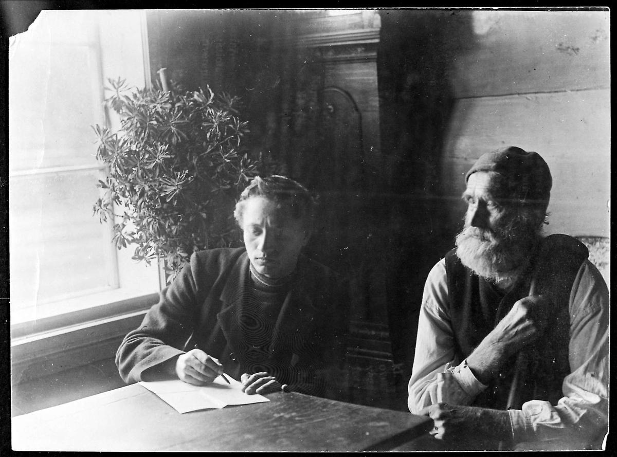 To menn, Rikard Berge (til venstre) og Sveinung Sørenson, kalla Totaksluggen