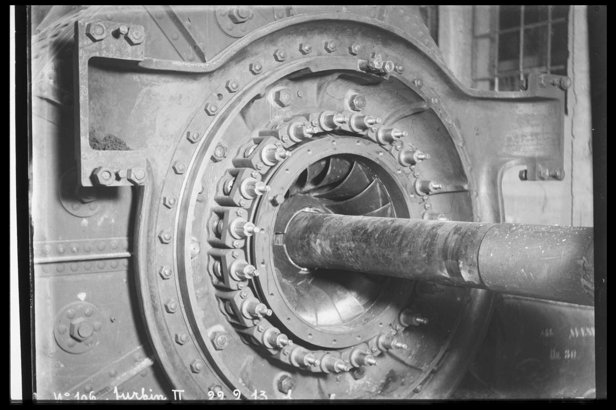Arendal Fossekompani i begynnelsen av 1900-tallet CD merket 0469, Bilde: 58 Sted: Bøylefoss Beskrivelse: Gammel turbin. Åpen