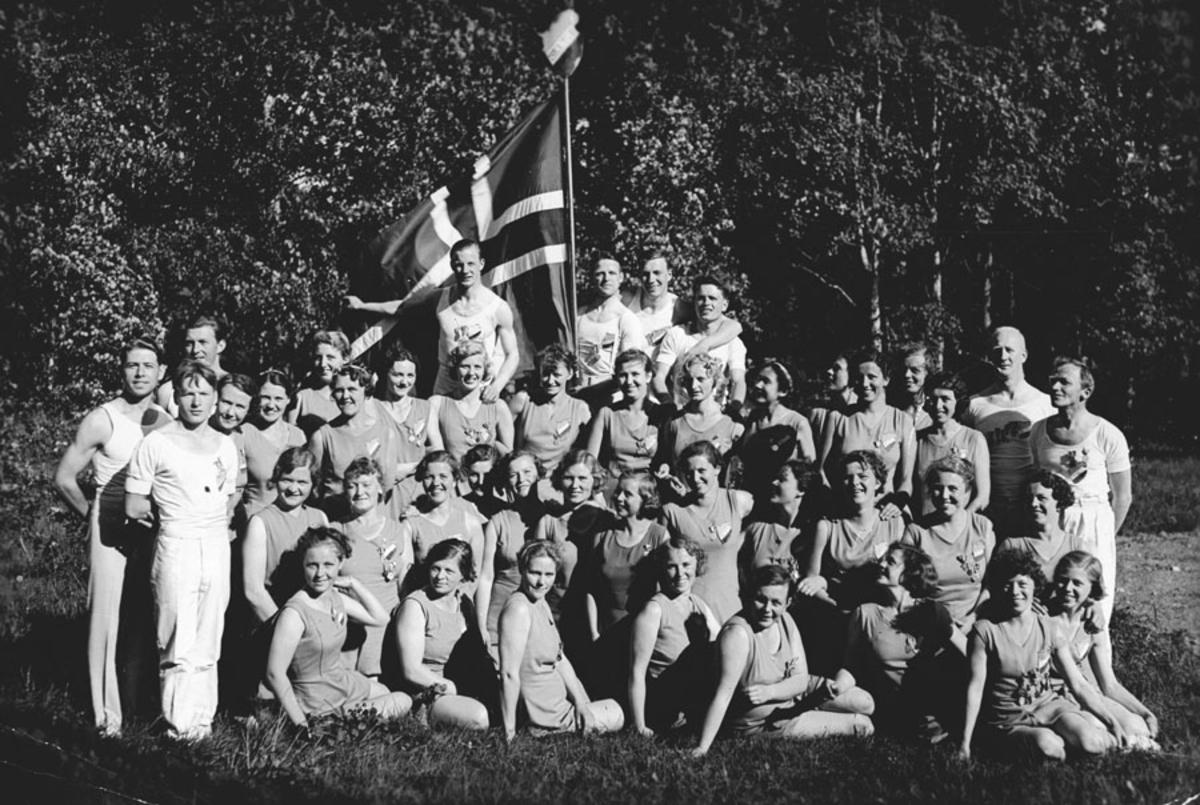 Turntroppen til Ski Turn- og Idrettsforening.
