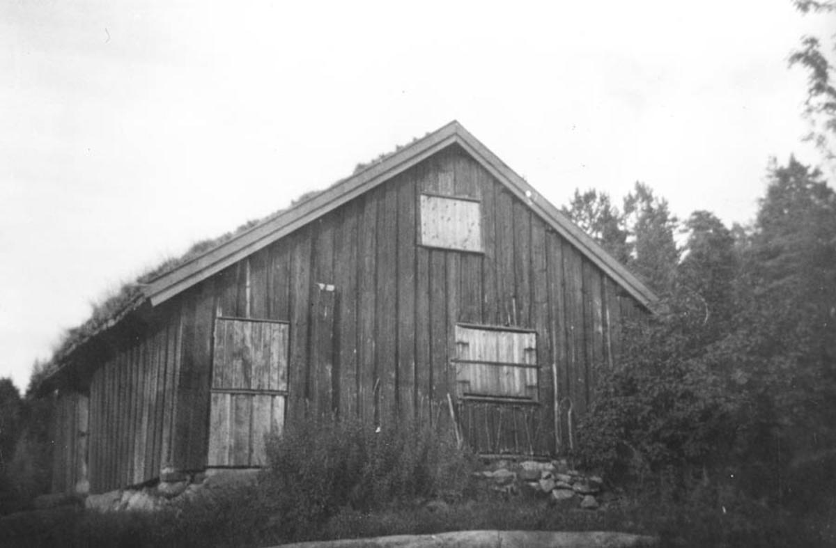 Hus på tømmervegen mellom Kråkstad skytebane og Veintjern.