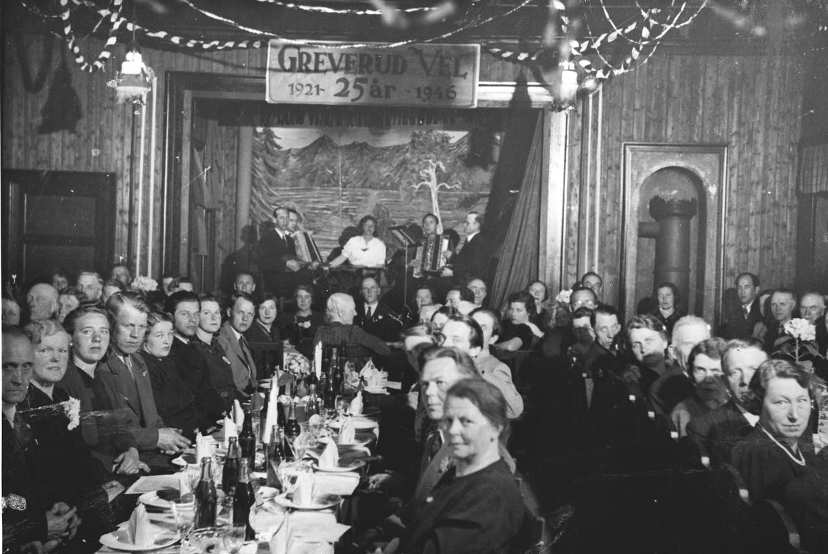 Menneskemengde i forsamlingslokale. Greverud Vels 25-års jubileum 1946.