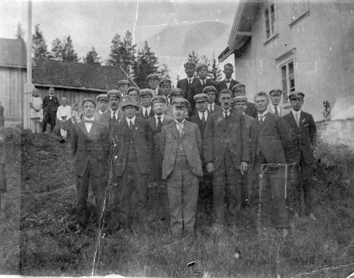 Lørenskog Mannskor? (antagelig med 5 brødre Hansen).