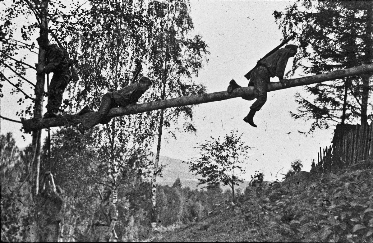 Militær trening etter krigen.
