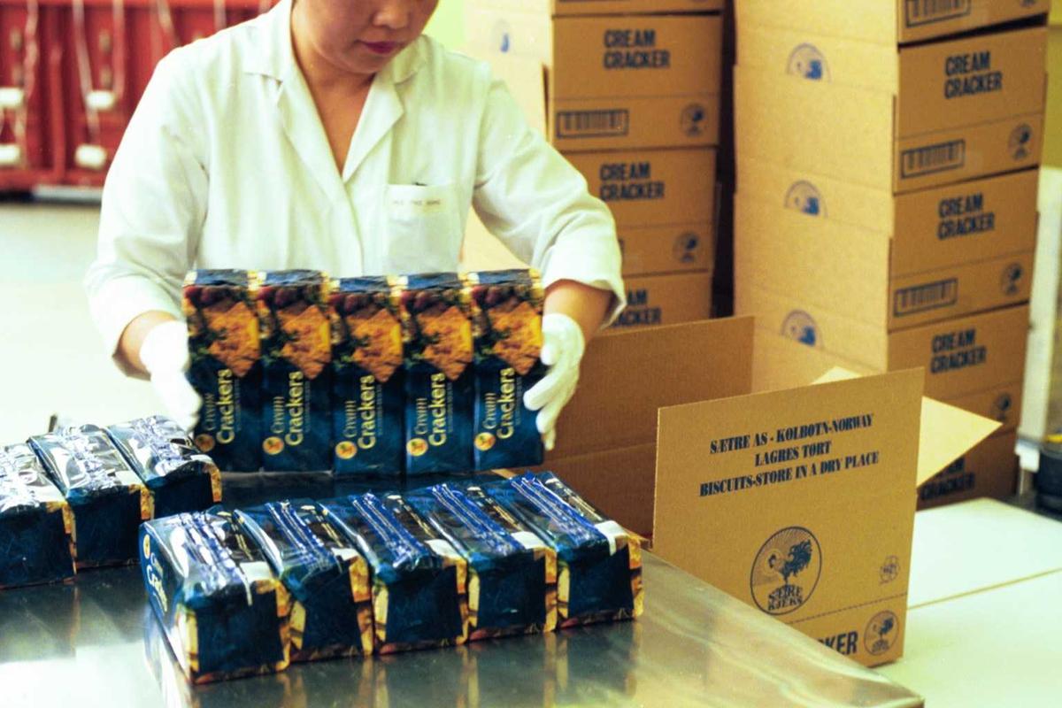 Cream Cracker, arbeider, pakking, emballasje, kjeks, fabrikkmiljø, arbeidsmiljø