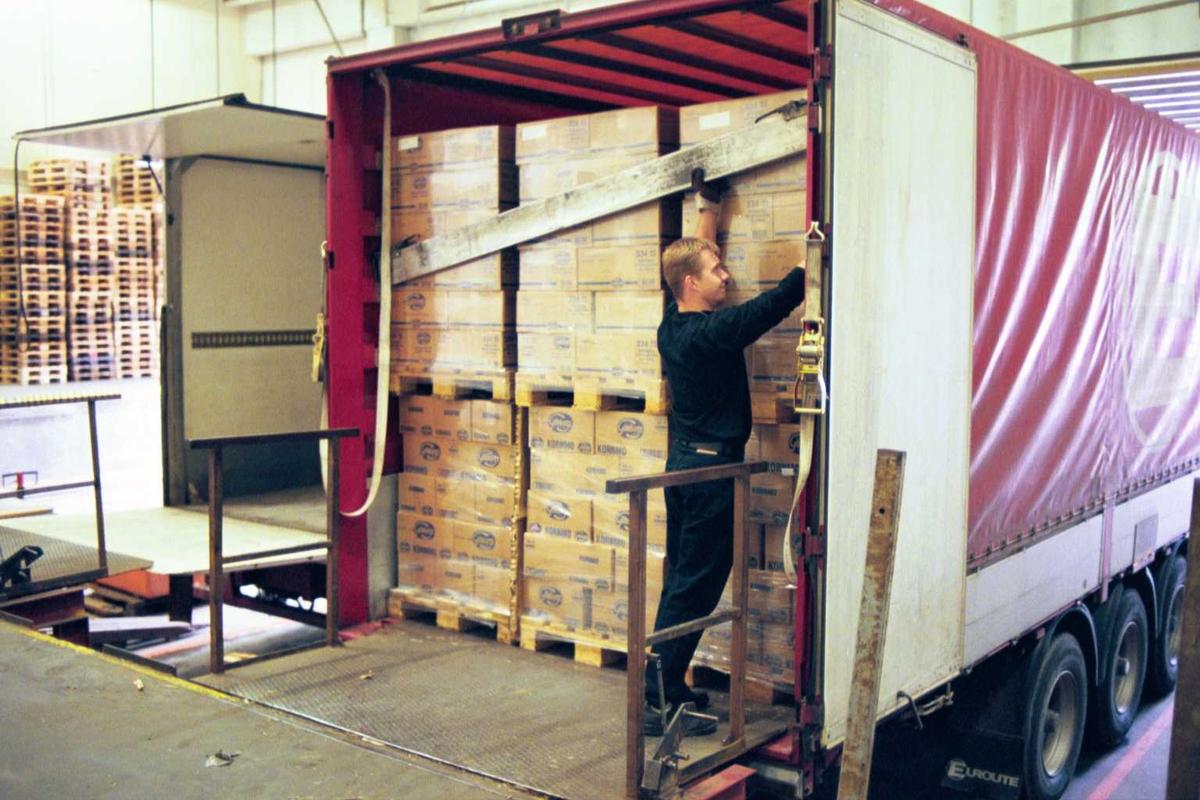 Lager, lastebil, emballasje, sjåfør, arbeidsmiljø