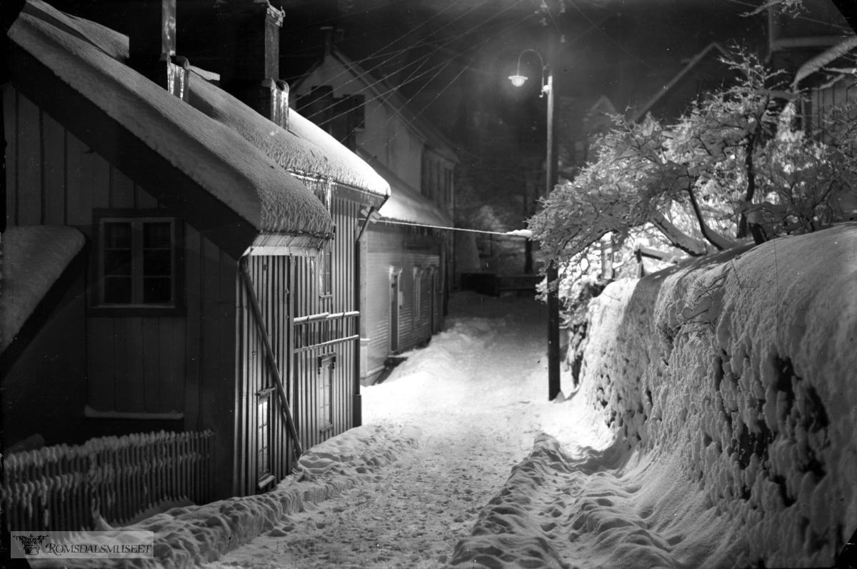 Løvaas utover mot Gjendstad natt vinter.