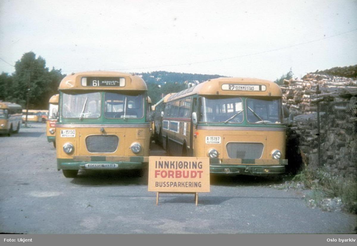 Busser, Ing. M.O. Schøyens Bilcentraler (SBC) buss A-15130 og A-15197 på Skøyen SBC parkering.