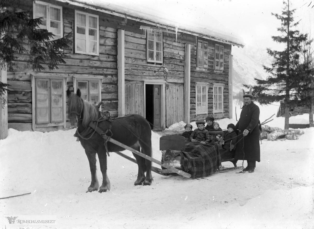 Ole K Brøste med familie. .(Edvard var i Amerika fra april 1896 til desember 1910)