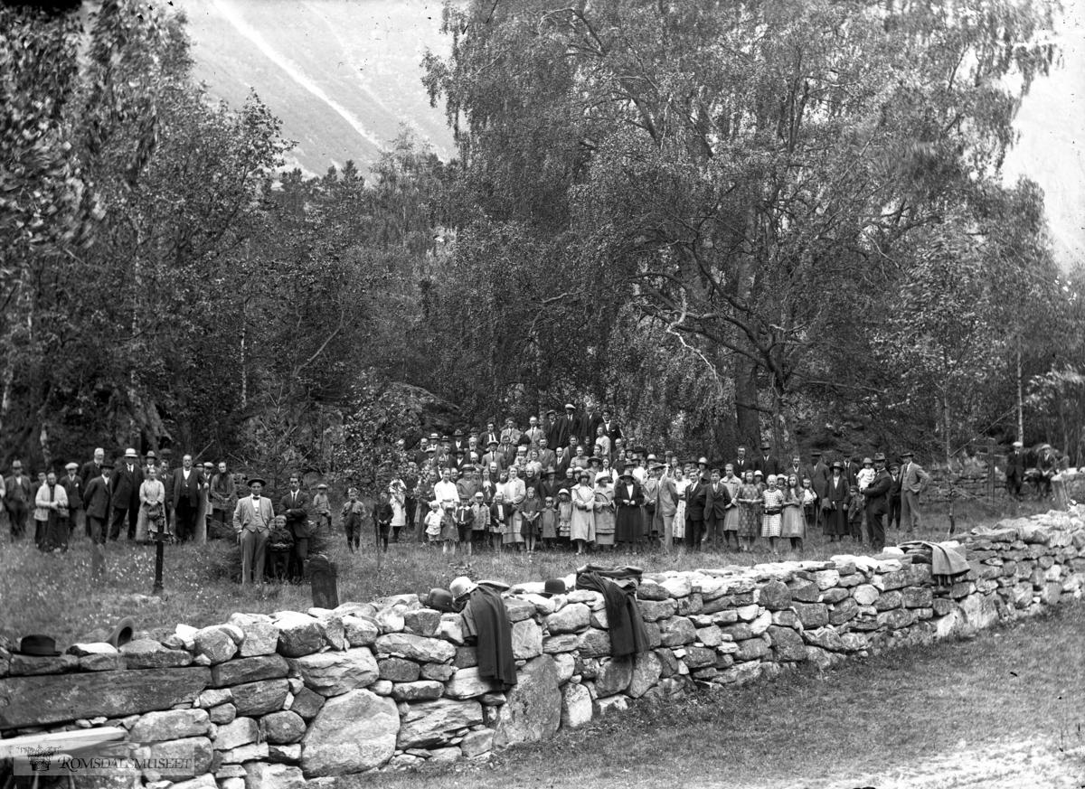Flatmark. Kors gamle kirkegård. Kristelig stevne. .(Edvard var i Amerika fra april 1896 til desember 1910)