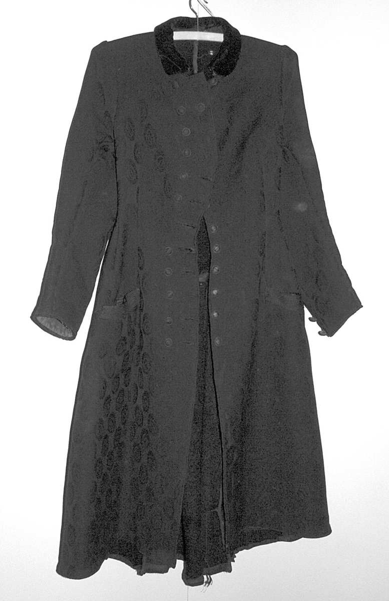 41.Kåpen har tilhørt Gina Eggen F.Nordset,Øvre Rendal. Fløyelskrage.