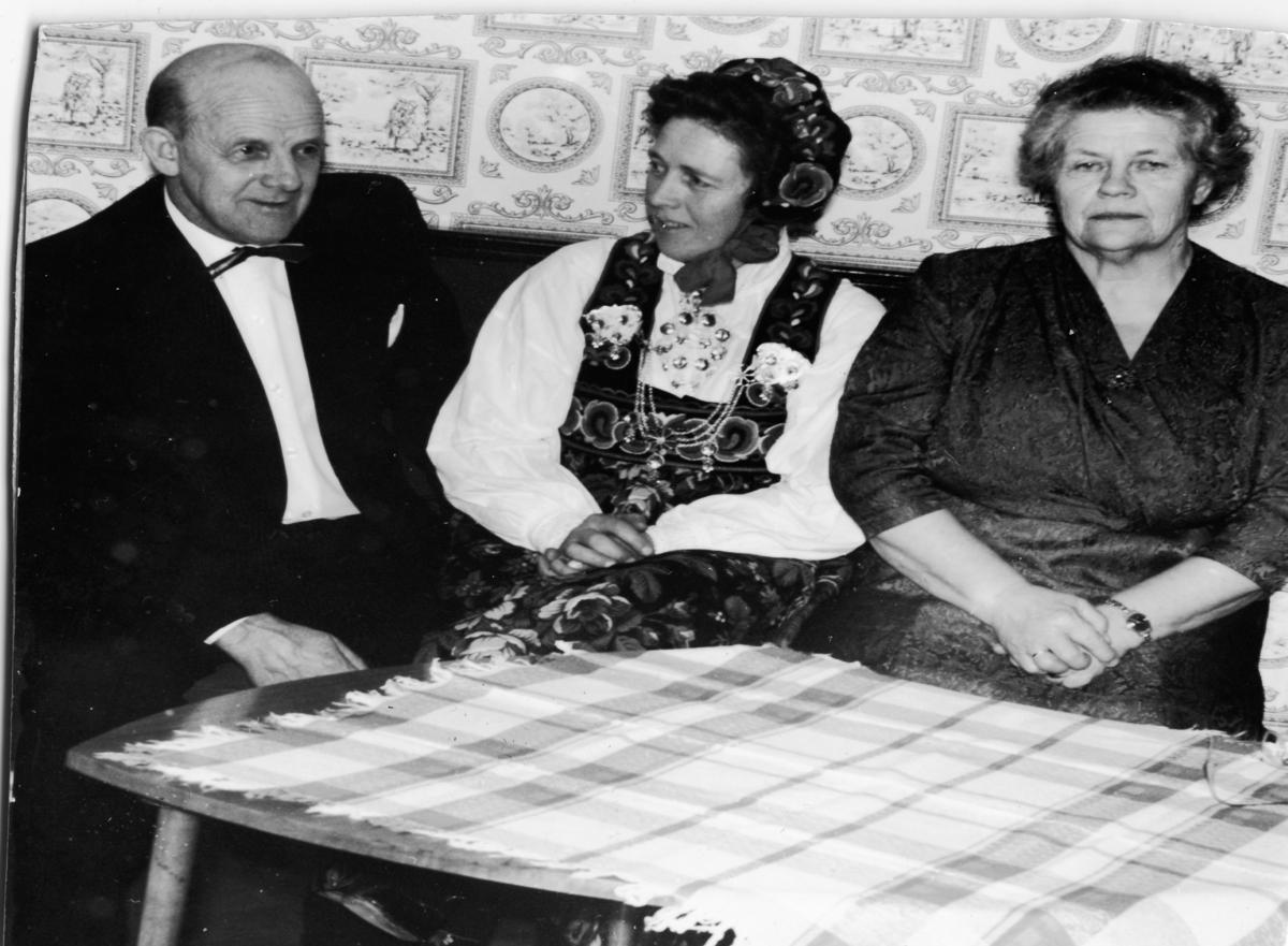 Frå v.Jalmar Johannessen, Asta Johannessen Løvdokken og Jenny Johannesen.