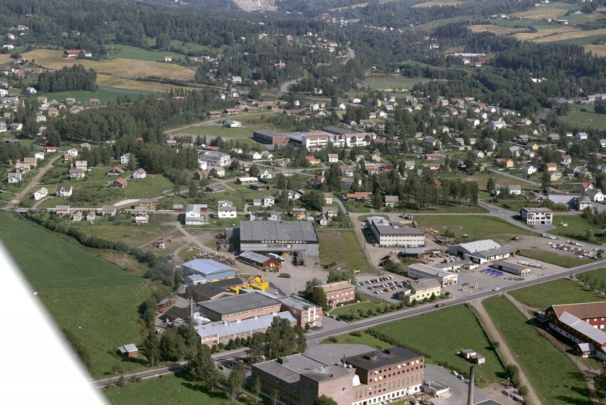 Flyfoto, industribebyggelse langs Ringsakervegen, bebyggelse på Veldresiden, Brumunddal, Ringsaker.