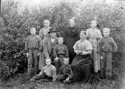 GRUPPE 10 FAMILIEN HØSBJØR, FRA VENSTRE: LARS A. HØSBJØR, AL