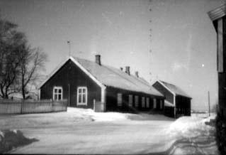 EKSTERIØR STANGE PRESTEGÅRD, KIRKESTUE, UTHUS, VINTER