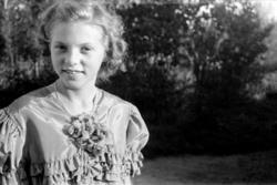 Portrett jente, Astrid Margrethe Strandberg, født Skjegstad.