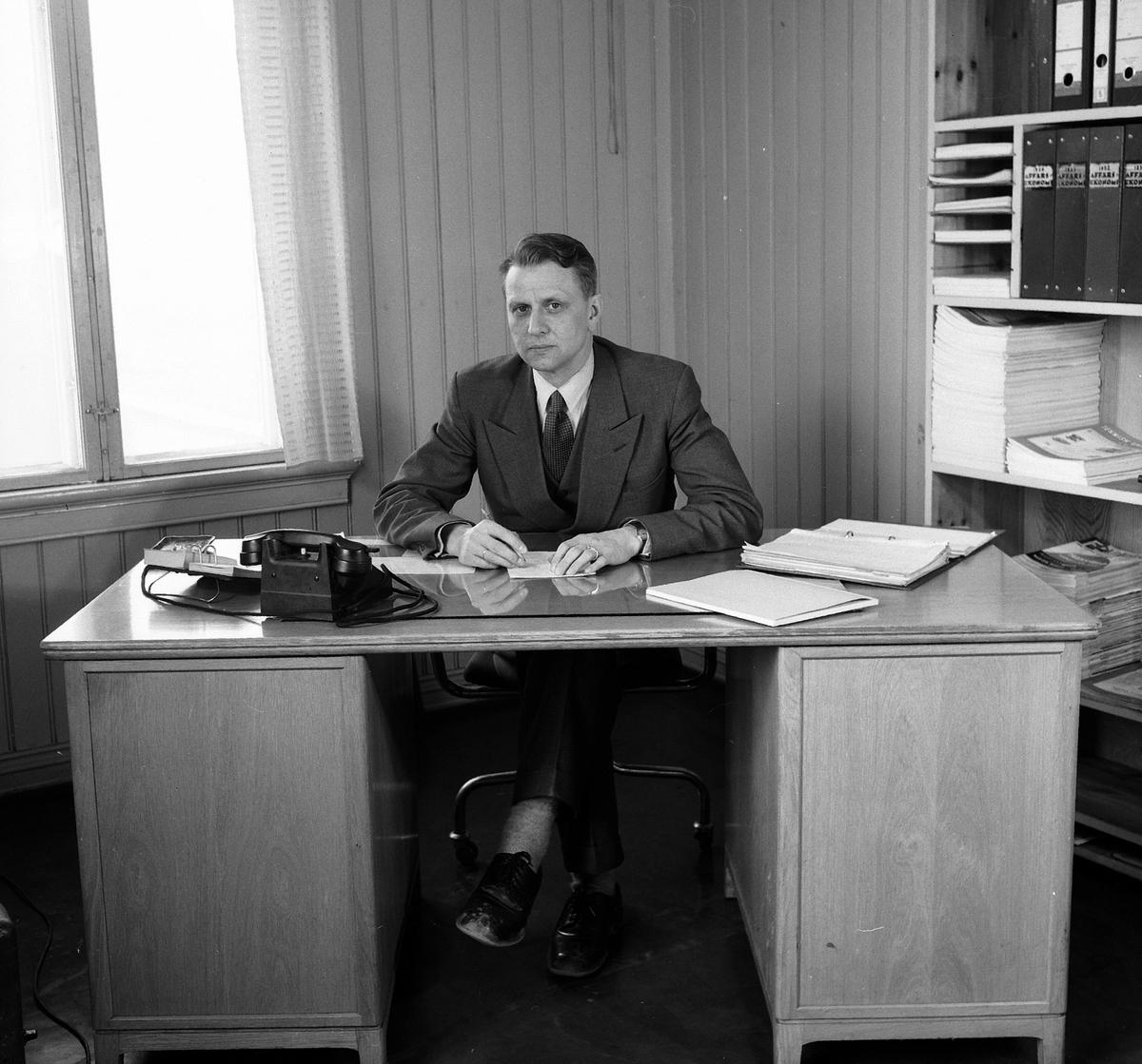 HAMAR JERNSTØPERI OG MEK. VERKSTED, HAM- JERN, ADM. DIREKTØR GJERT SKJELBRED, KONTORINTERIØR, 1955.