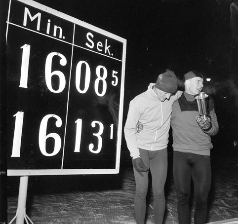"""Norgesmesterskap NM på skøyter, resultatavle, Fred Anton Maier, Knut  """"Kuppern""""Johannesen vant 10000m på ny norsk rekord 16.08.5 og ble norsk mester."""