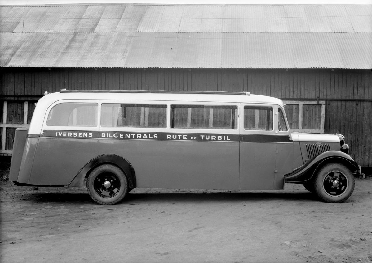 Oplandske Auto. Buss. Iversens Bilcentrals rute og turbil, E-7360. Hamar.  Ford V8 1935.