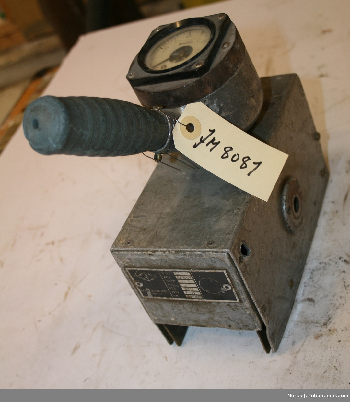 Analogt viserinstrument, fabrikat: Kyoritsu, type X-11, Nr 10011/1