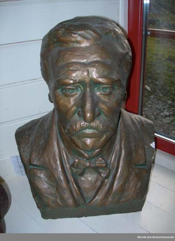 Byste av Vossebanens første lokomotivfører, Reier Mortensen Bjelland