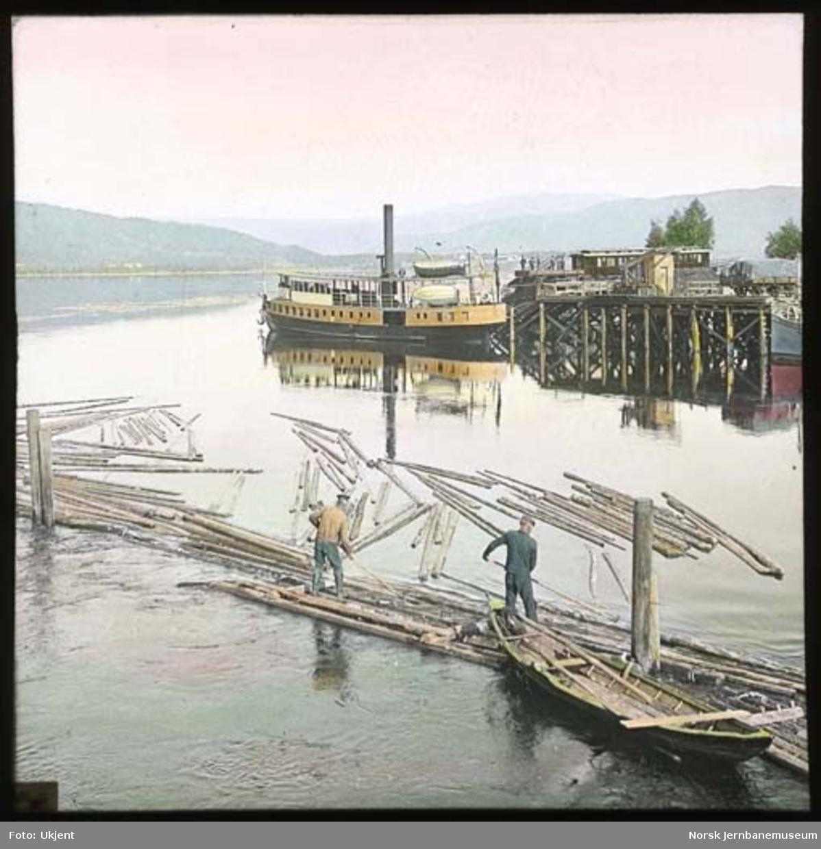 """Dampskipet """"Spirillen"""" ved brygga på Krøderen"""