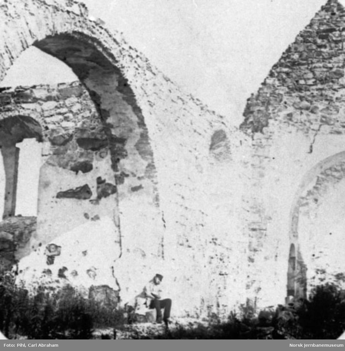 Kirkeruiner i Nes