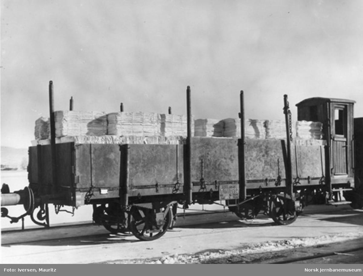 NSB plattformvogn litra Tlf3 nr. 10952 lastet med tremasse