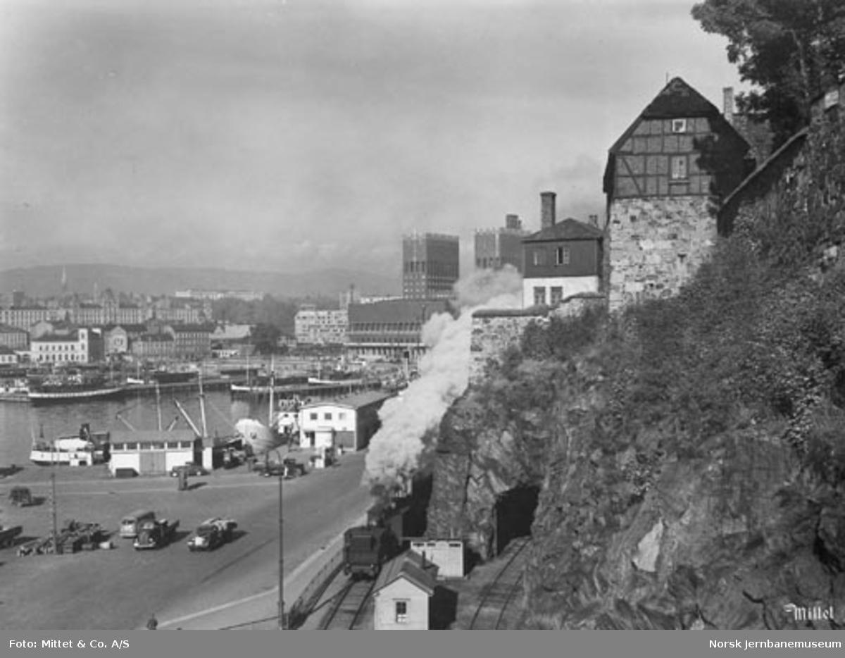 Damplokomotiv på Havnebanen under Festningen