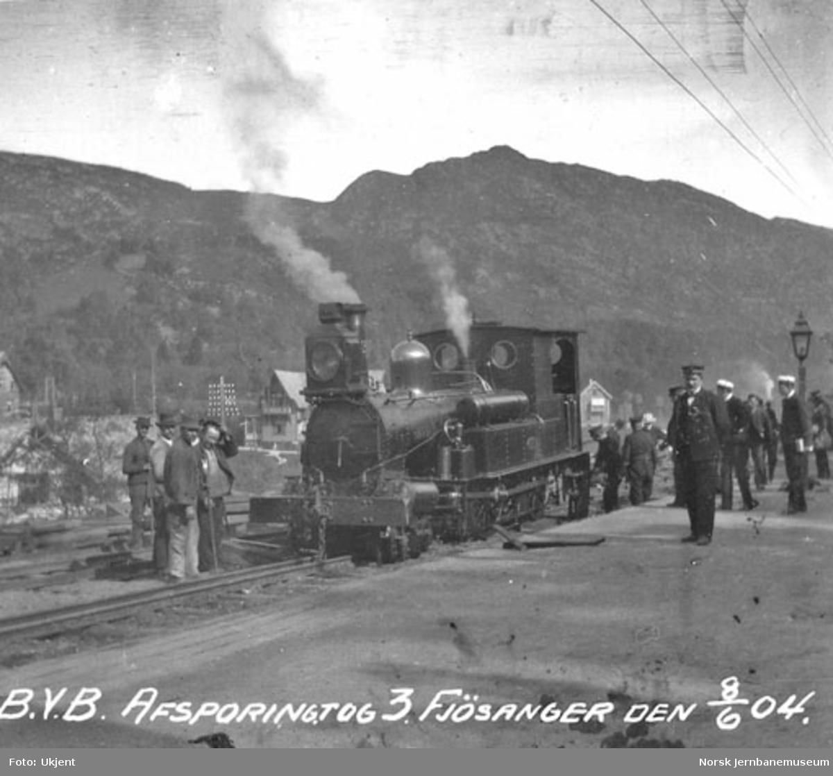 """Avsporet damplokomotiv type IV nr. 3 """"Gere"""" i tog 3"""