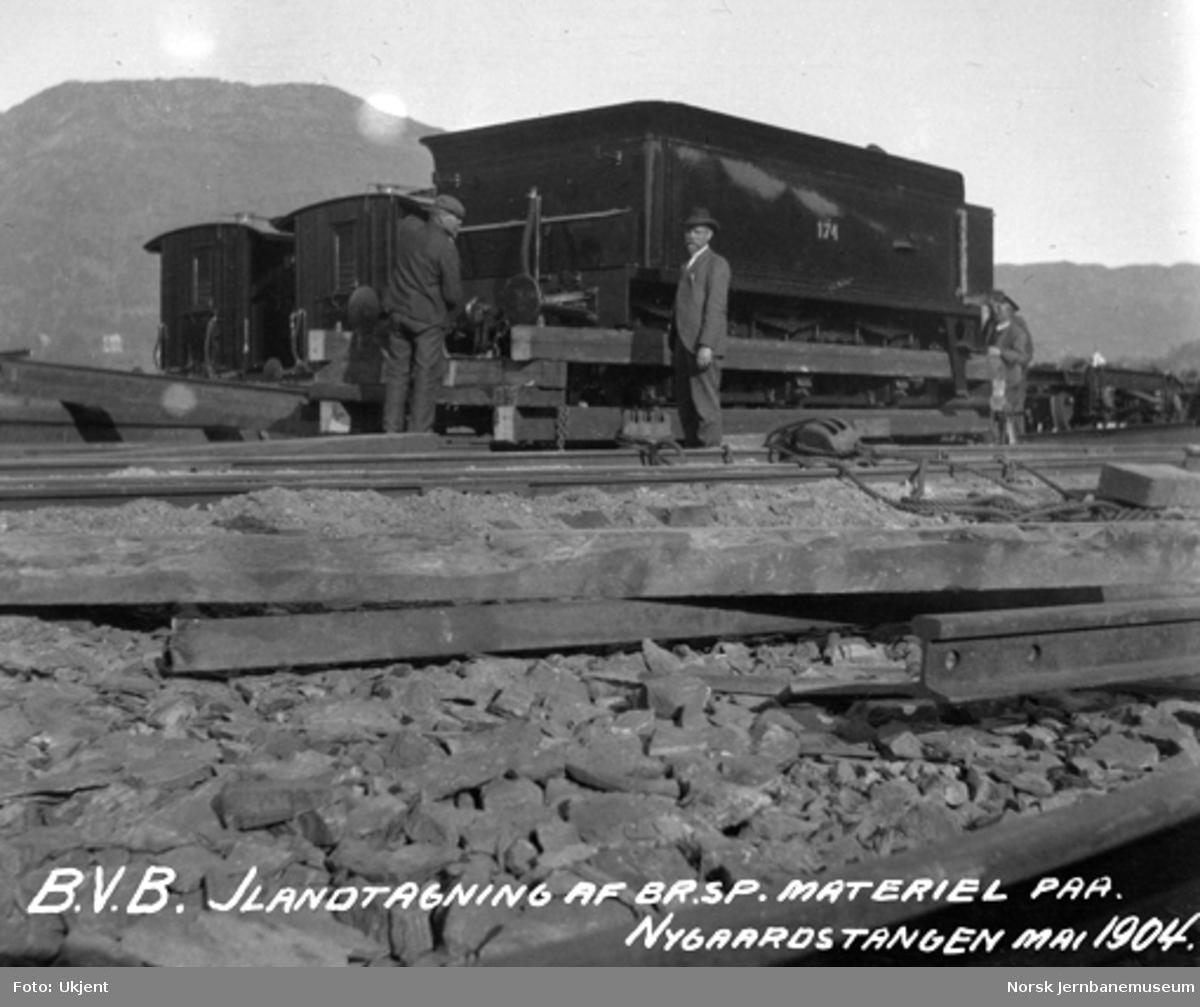 Ilandtaking av normalspormateriell til Bergensbanen : tender til lok 174