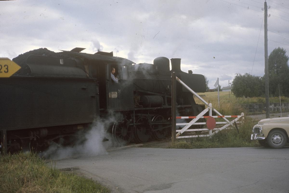 Godstog underveis på Skreiabanen trukket av damplok type 24b nr. 264