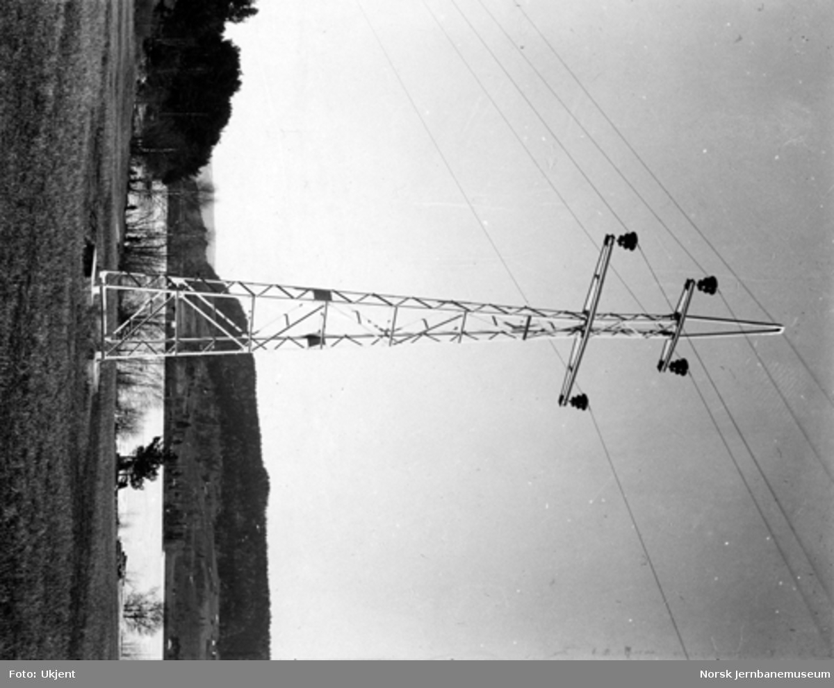 Drammenbanens elektrifisering : kraftledningsmast