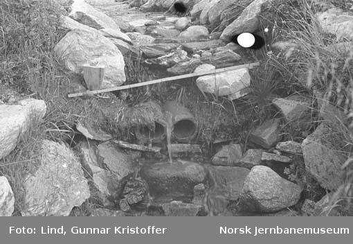 Nordlandsbaneanlegget : overvannsgrøft med drensløp km 554,9