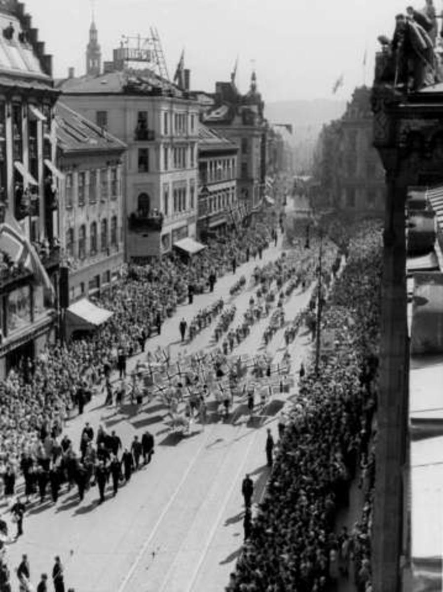 17. mai, barnetoget, Karl Johansgate, Oslo, 1947