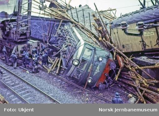 Lokomotiv El 13 nr. 2137 etter bremsesvikt på Loenga