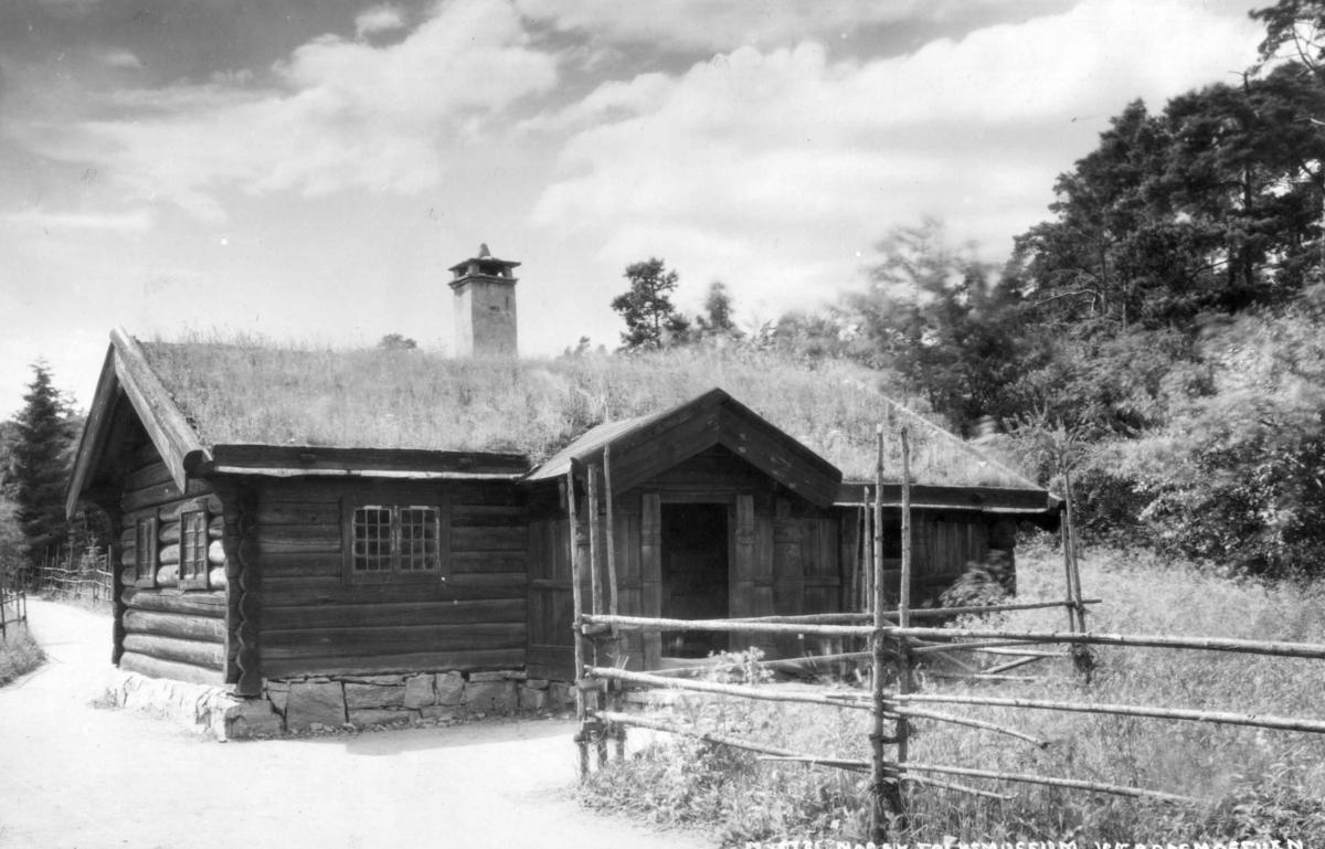 Væraasmostuen fra gården Væraasmoen, Flesberg i Numedal